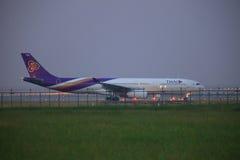 曼谷泰国11月21日:平面的泰航准备采取 免版税库存照片