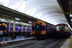 曼谷火车站华Lamphong在1916年被建立在意大利新新生样式,与装饰的木屋顶和污点 免版税库存照片