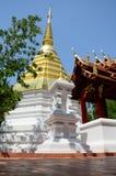 曼谷玉佛寺寺庙Chedi在清莱,泰国 库存照片