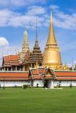 曼谷玉佛寺的金塔,曼谷 免版税图库摄影