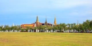 曼谷玉佛寺,鲜绿色菩萨的寺庙曼谷,泰国位于 库存照片