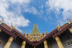 曼谷玉佛寺,鲜绿色菩萨的Templae 库存图片