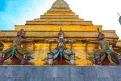 曼谷玉佛寺& x28; 鲜绿色Buddha& x29的寺庙;把视为 图库摄影