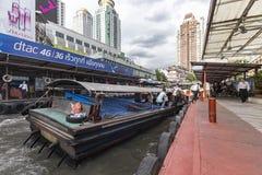 曼谷繁忙的小船巡航 免版税库存图片