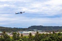 曼谷航空起飞从普吉岛国际性组织A的`航空器 库存图片