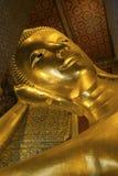 曼谷菩萨金黄pho斜倚的雕象wat 免版税库存图片