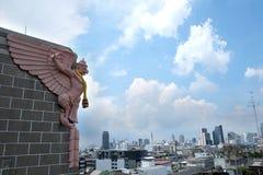 曼谷菩萨鲜绿色garuda kaew phra雕象寺庙泰国wat 库存照片