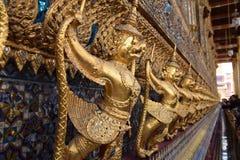 曼谷菩萨鲜绿色garuda kaew phra雕象寺庙泰国wat 免版税库存照片