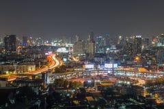 曼谷街市在晚上 免版税库存照片