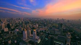 曼谷都市风景空中地平线视图在微明的 免版税库存照片
