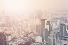 曼谷都市风景高视图 日出和舒适全景 许多大厦和多云泰国天空 库存图片