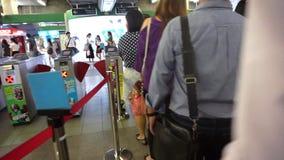 曼谷,泰国,地铁的,天空火车站票入口通勤者 股票视频