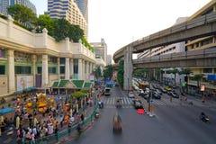 曼谷,泰国, - 2018年1月05日:在Ratchaprasong交叉点的四面佛天时间的, 2018年1月05日 免版税库存照片