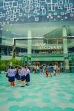 曼谷,泰国, 2018年2月02日:未认出的turists室外看法在泰国模范商城的在曼谷 免版税图库摄影
