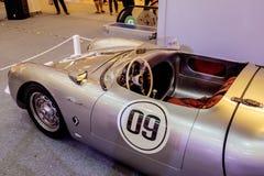 曼谷,泰国, - 2018年3月11日:葡萄酒汽车保时捷550 spyde :1953-1956在Seacon Squar的一个经典汽车展示会显示了 库存照片