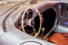 曼谷,泰国, - 2018年3月11日:葡萄酒汽车保时捷550 spyde :1953-1956在Seacon Squar的一个经典汽车展示会显示了 图库摄影
