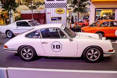 曼谷,泰国, - 2018年3月11日:葡萄酒汽车保时捷911 SWB :1966年在Seacon广场Shoppi的一个经典汽车展示会显示了 免版税库存图片