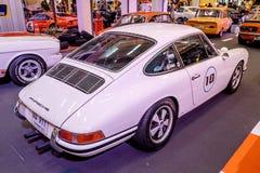 曼谷,泰国, - 2018年3月11日:葡萄酒汽车保时捷911 SWB :1966年在Seacon广场Shoppi的一个经典汽车展示会显示了 库存照片