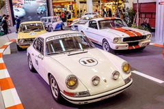 曼谷,泰国, - 2018年3月11日:葡萄酒汽车保时捷911 SWB :1966年在Seacon广场Shoppi的一个经典汽车展示会显示了 库存图片