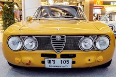 曼谷,泰国, - 2018年3月11日:葡萄酒汽车阿尔法・罗密欧1750 GTAm :1969年在Seacon广场的一个经典汽车展示会显示了 免版税库存照片