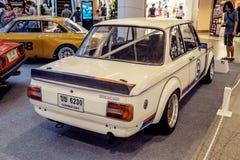 曼谷,泰国, - 2018年3月11日:葡萄酒汽车BMW 2002年涡轮:1973-1974在Seacon广场S的一个经典汽车展示会显示了 库存照片