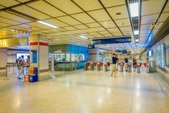 曼谷,泰国, 2018年2月08日:MRT地铁输入的未认出的人在高峰时间内 免版税库存图片