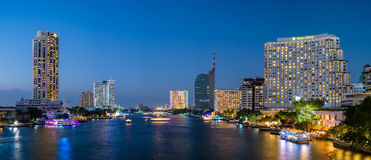 曼谷,泰国, 12月31日15日- Taksin桥梁 库存图片