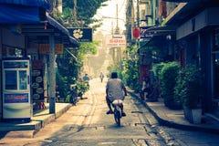 曼谷,泰国, 12月13,2013 :小街道在曼谷 库存照片