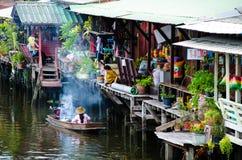 曼谷,泰国:运河河沿社区 免版税库存图片