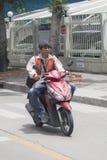 曼谷,泰国: 出租汽车摩托车驾驶员 库存照片