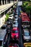 曼谷,泰国: 在Sukhamvit路的交通堵塞 库存照片