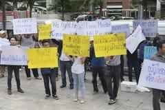 曼谷,泰国:2016年9月26日-浅滩汽车用户得到一个一刹那暴民在福特汽车,泰国 免版税库存图片