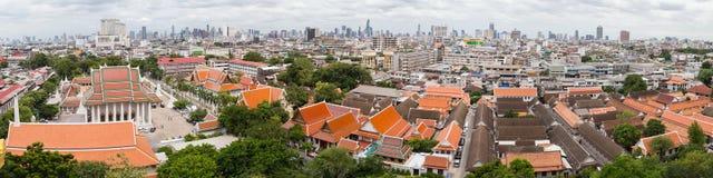 曼谷,泰国-大约2015年9月:从金黄山,泰国的Wat Saket全景和曼谷 库存照片