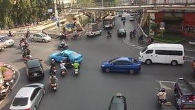 曼谷,泰国- 2017年10月:流动的交通在Rama的交叉点我和Krung卡塞姆路日间 影视素材