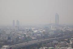 曼谷,泰国- 2018年2月8日:与大气污染的曼谷地平线 免版税库存照片