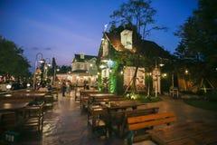 曼谷,泰国- 2017年10月28日:人们参观并且用餐在c 免版税库存图片