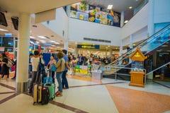 曼谷,泰国- 2018年2月01日:内部观点的在曼谷国际机场里面的未认出的游人 库存照片
