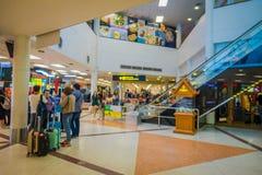 曼谷,泰国- 2018年2月01日:内部观点的在曼谷国际机场里面的未认出的游人 库存图片