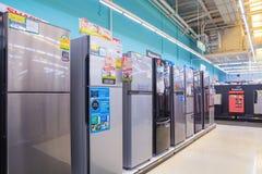 曼谷,泰国- 2017年8月13日:冰箱显示行  免版税库存图片