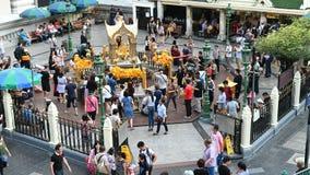曼谷,泰国- 2018年11月23日:四面佛时间间隔崇拜印度神的一个著名地方 股票视频