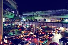 曼谷,泰国- 2017年1月30日:在夜MBK分的交通视图 库存图片
