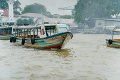 曼谷,泰国- 2018年1月9日:在早晨wi的人旅行 免版税图库摄影