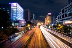 曼谷,泰国- 2018年7月13日:在附近的红绿灯足迹 免版税库存照片