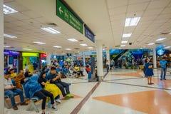 曼谷,泰国- 2018年2月01日:坐在椅子的内部观点的未认出的人民在会合点区域 免版税库存图片