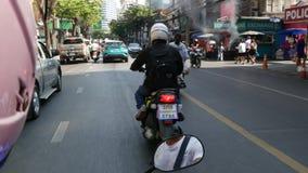 曼谷,泰国- 2018年12月18日:快速的运动通过堵车在一个人口过剩的亚洲城市 从的看法 股票视频