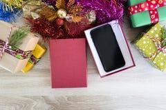 曼谷,泰国- 2017年12月15日:新的苹果计算机iPhone x在礼物盒、伟大的节日礼物想法圣诞节或者新年 库存照片