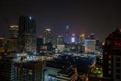 曼谷,泰国- 2018年2月09日:曼谷市和大厦夜生活美好的全景视图  图库摄影