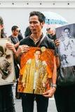 曼谷,泰国- 2016年10月22日:泰国人出席唱歌 免版税图库摄影