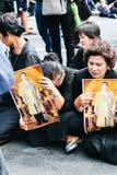 曼谷,泰国- 2016年10月22日:泰国人出席唱歌 免版税库存照片