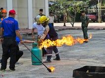 曼谷,泰国- 2017年10月31日:消防训练和训练的人准备 免版税库存照片